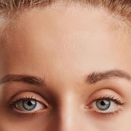 Glatte Stirn ohne Narben und Falten